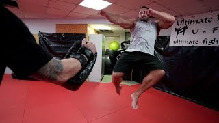 Bodybuilder lernt TORNADOKICK! Michael Smolik bringt Kevin Wolter 360° Kick bei!