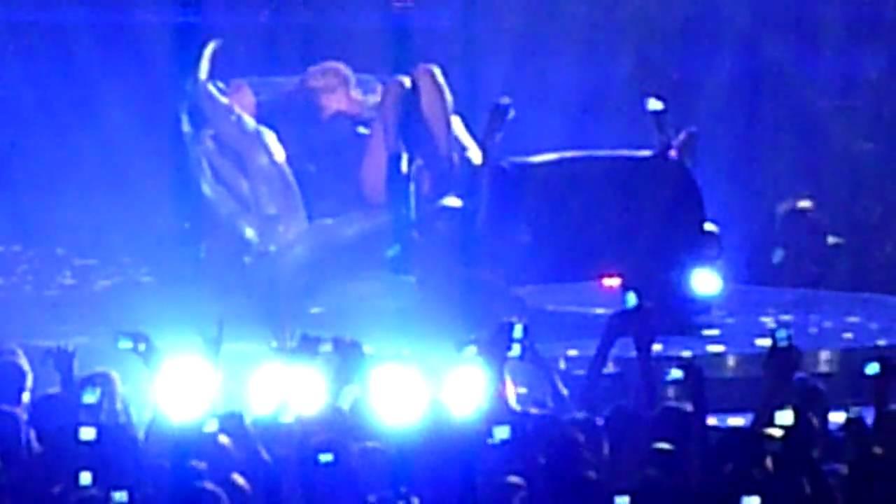 Download Rihanna live in Frankfurt 23.04.2010 Rehab