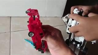 Bermain Robot Merah dan Robot Putih