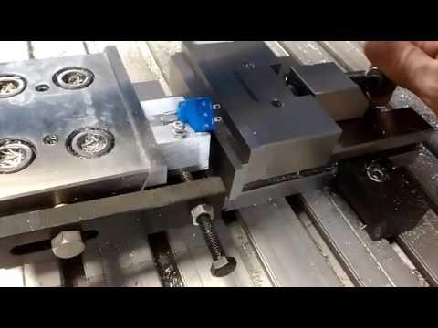 Sa pritiskom na dugme avtomatski se napravi rupa.