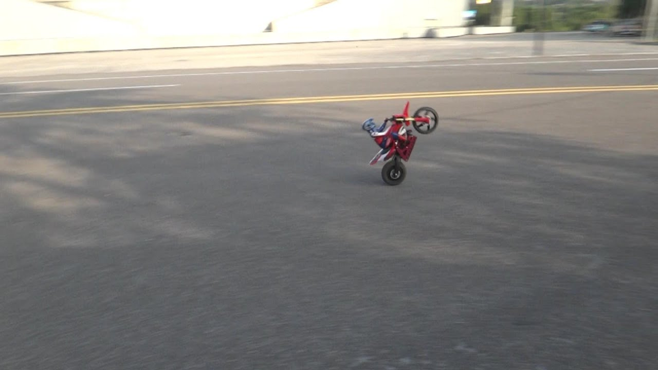 Super Rider Sr4 Rc Dirt Bike Pulling Wheelies Youtube
