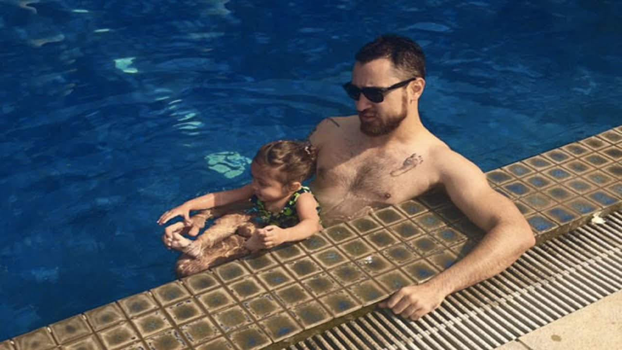 Here Are 10 Hottest Celebrity Dads Who Still Make Us Drool! 2