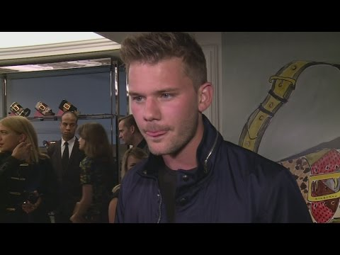Jeremy Irvine wants to get naked with Tom Hiddleston!