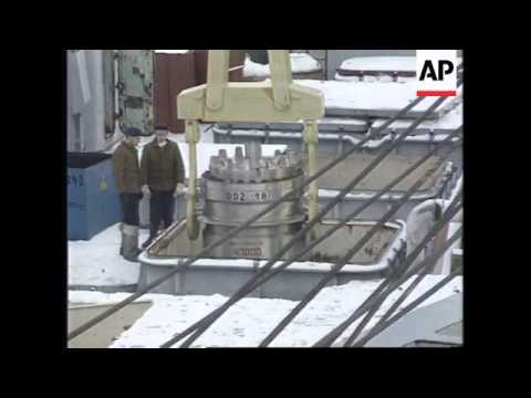 RUSSIA: SEVERODVINSK: NUCLEAR SUBMARINE IS DISMANTLED
