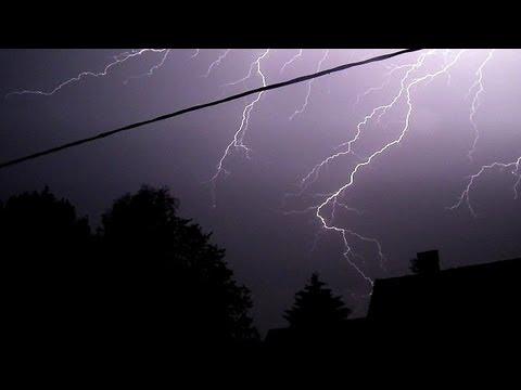Orage, éclairs, foudre et tonnerre de nuit à Fraiture - Thunderstorm by night