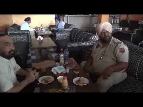 ਵਰਦੀ ਪਾ ਕੇ ਪੀਂਦੇ ਸ਼ਰਾਬ, ਅਸੀਂ ਤਾਂ ਏਦਾਂ ਹੀ ਕਰਨਗੇ Drunk Punjab Policeman