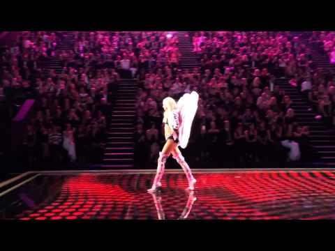 Видео: Ariana Grande - Bang Bang Performance at the 2014 Victorias Secret Fashion Show