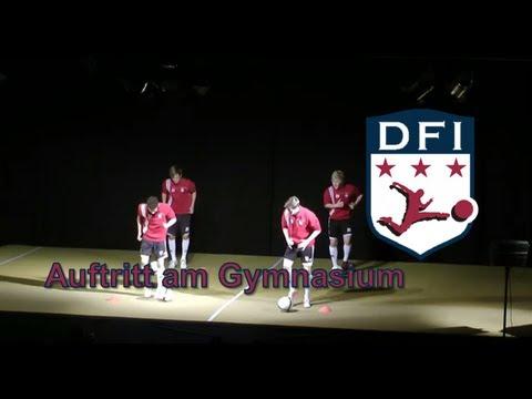 Auftritt der Schüler des Deutschen Fußball Internats bei der Sportgala des Gymnasiums Bad Aibling