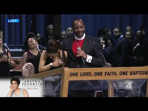 Pastor Jokes With Ariana Grande At Aretha Franklin Funeral