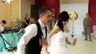 Невеста и Жених поют песню на свадьбе !!!!! супер