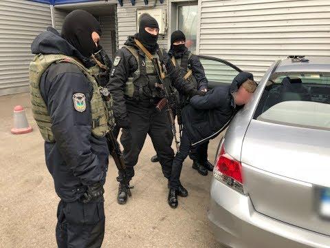 Нацполіція викрила посадовців ДМС на відмиванні грошей та збуті наркотиків