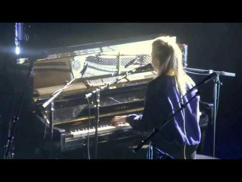 London Grammar - Interlude (HD) Live In Paris 2014