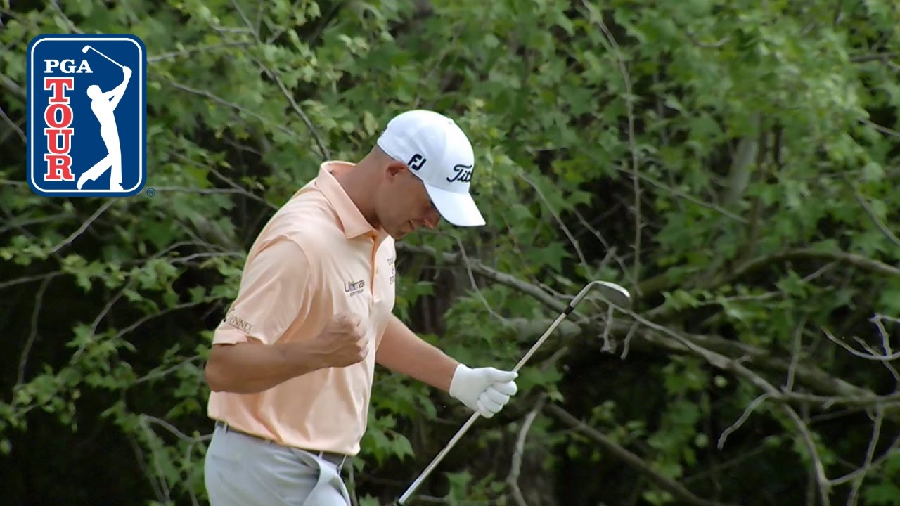 Bill Haas chips-in to stay alive at Dell Match Play - YouTube