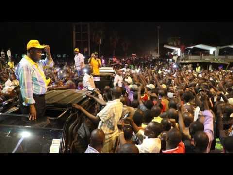 Sultan Ali Hassan Joho shown love by Kibuye traders