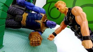 Танос и Альтрон в городе Мстителей! Видео с героями Марвел.