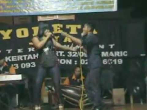 Hiburan Dalam Rangka Perayaan Tahun Baru 2012 di Desa Bangunsari Kecamatan Pamarican