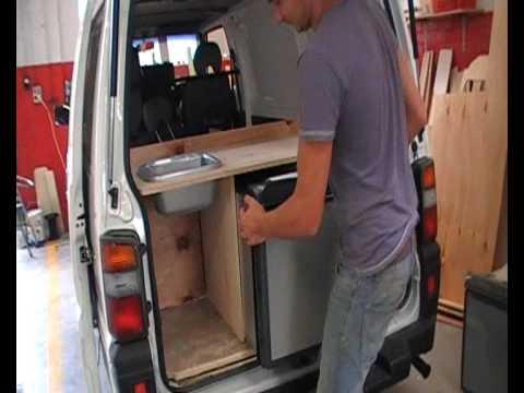 wir bauen campervans mit einer k che und k hlschrank zum. Black Bedroom Furniture Sets. Home Design Ideas