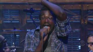 tv-on-the-radio---wolf-like-me-live-on-letterman-in-sync
