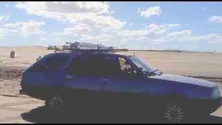 Renault 18 4x4 sacando Amarok en San Blas