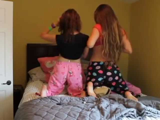 What girls do at sleepovers ♡ - clipzui.com
