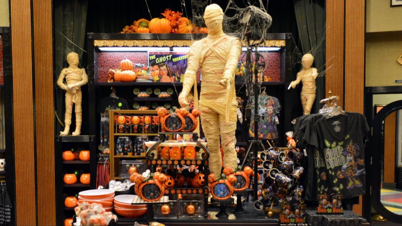 Villains In Vogue Tour With Halloween Merchandise Amp Decor