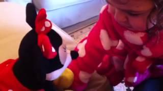 Baixar Georgie talks to Minnie!