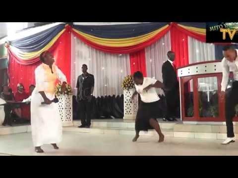 Naomi Anangisye Akiwasha Moto Wa Injili MITO YA BARAKA CHURCH