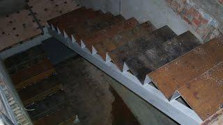 Монтаж металлической лестницы - часть 2(Изготовление металлического каркаса лестницы. Лестница п-образная с двухуровневой поворотной площадкой...., 2016-03-06T18:15:17.000Z)