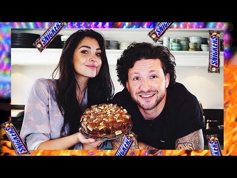 SNICKERS taart bakken - Met KRAANTJE PAPPIE in de keuken - Anna Nooshin