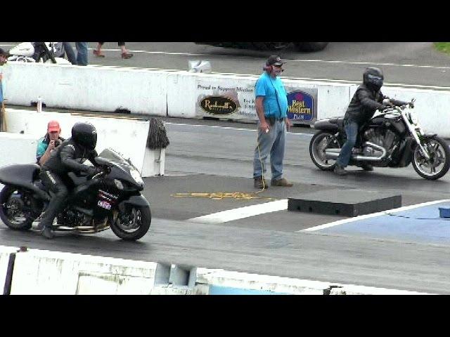 Suzuki Hayabusa takes on Harley Davidson v rod-drag racesoundacceleration and speed