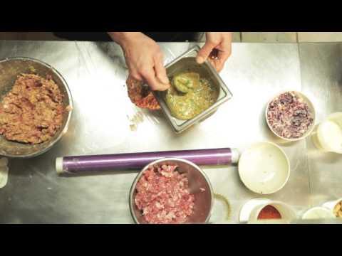 boulette-d'agneau-au-condiment-harissa-sur-lit-d'houmous-et-bouillon-de-couscous