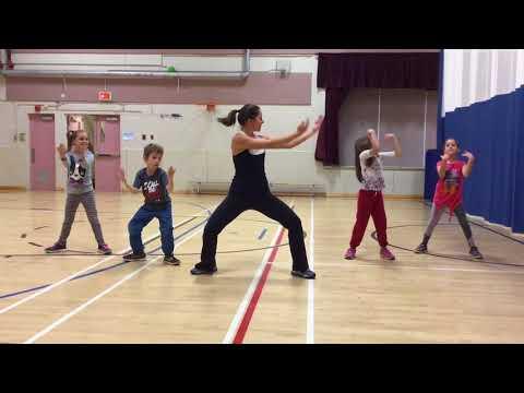 Danse Mama Africa de Kids United- École Amirault thumbnail