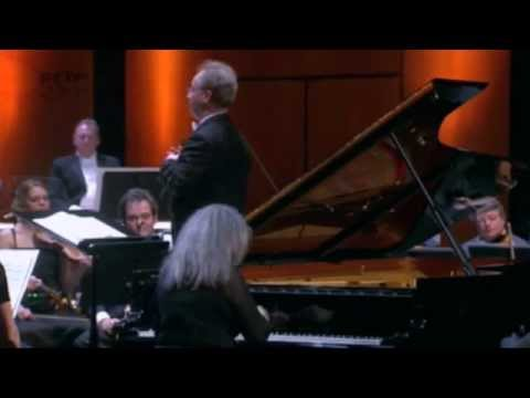 Martha Argerich plays Beethoven : Piano Concerto No. 1 in C major, Opus  15