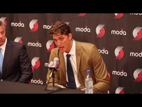 Meyers Leonard signs four-year contract with Trail Blazers