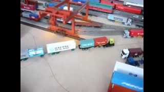 H0 OO Terberg Terminal Yard Tractor & 4 Container Trailer DC Car System 1:87 Teil 2 - rangierland.de