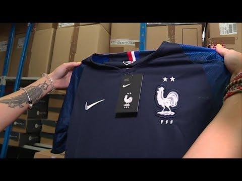 football le maillot 2 toiles des bleus est arriv youtube. Black Bedroom Furniture Sets. Home Design Ideas