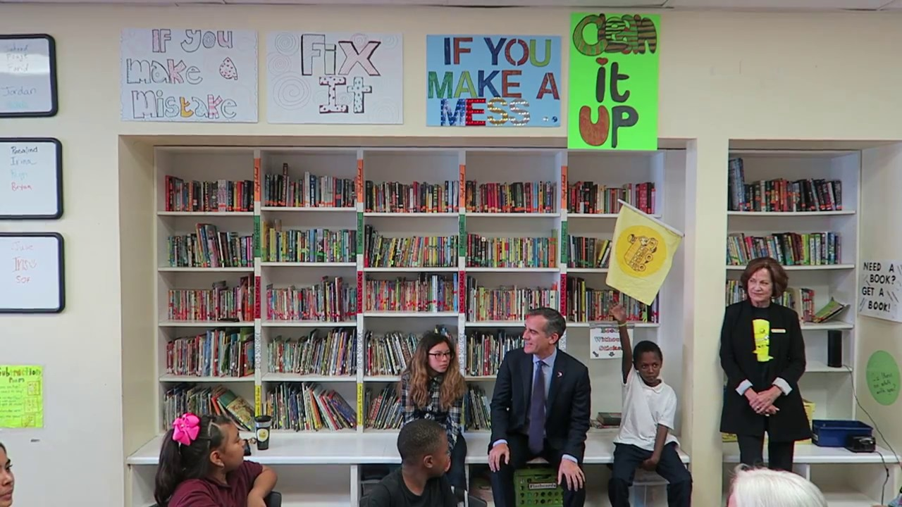 Mayor Of Los Angeles Visits After School Learning Center For