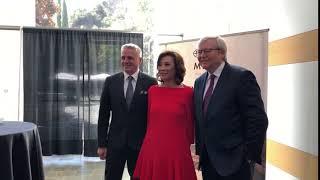 从左到右:美国电影协会主席兼执行总经理迈克尔·埃利斯(Michael C. Ellis),美国电影艺术与科学学院院长杨燕子(Janet Yang),澳大利亚前总理陆克文(Kevin Rudd)