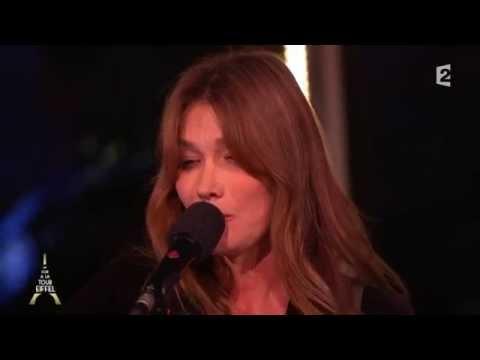 """Carla Bruni en live - """"Quelqu'un m'a dit"""" - Un Soir à la Tour Eiffel"""