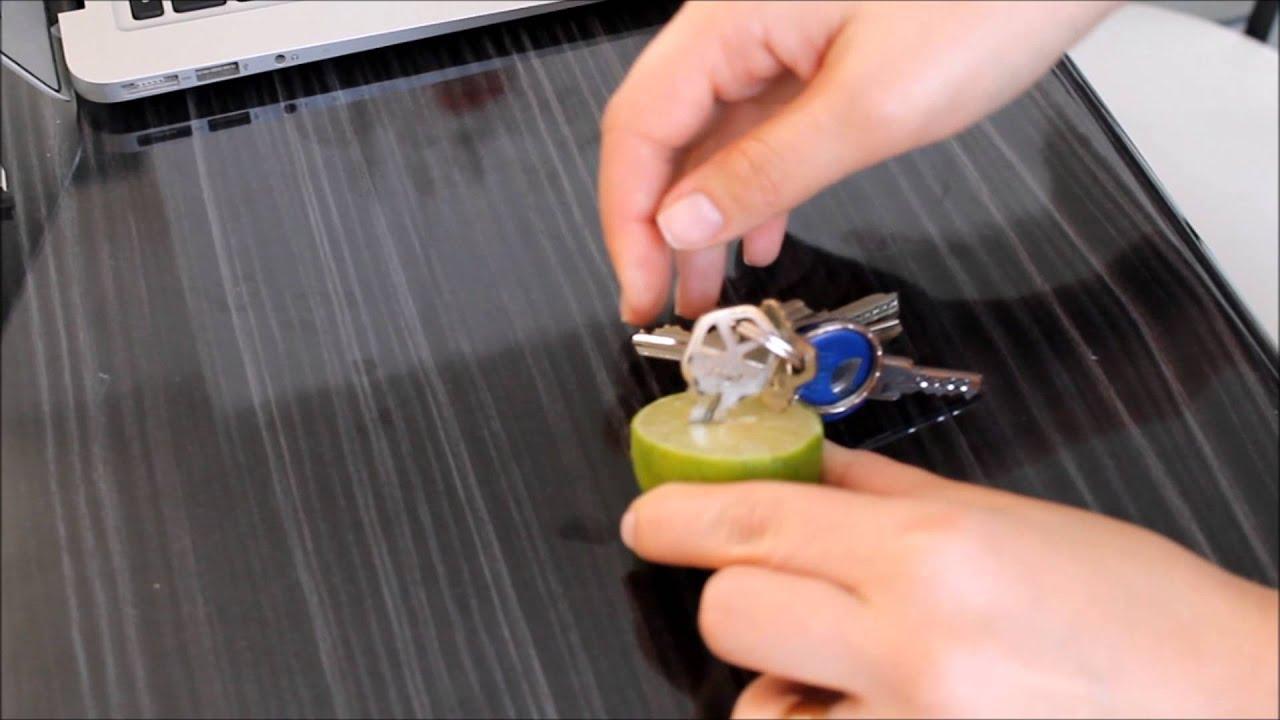 Como clavar una llave en un limón