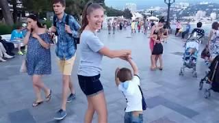 8 июня 2017, Крым. Набережная Ялты, вечер, музыка...