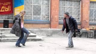красивая пара нереально танцует