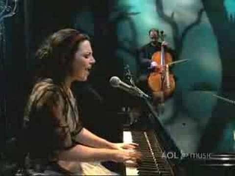 "Evanescence- live ""Good enough"" - YouTube"