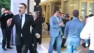 Медведев танцует под такого как Путин.mp4