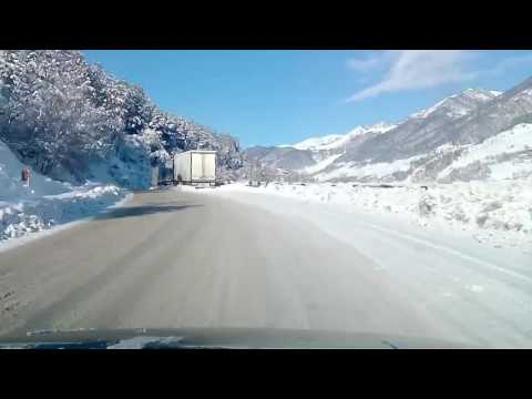 Дорога Грузии зимой.