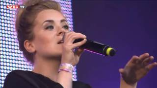 Iselin Solheim performs Sing Me To Sleep acoustic in her hometown