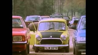 Mr Bean estacionando el coche