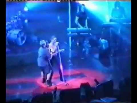 Depeche Mode - Girl on stage - Walking in my Shoes - Exciter Tour 2001