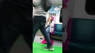Смешные и странные люди в метро