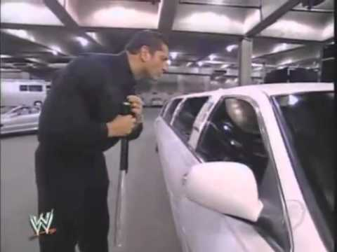 SD! 17 2 05 Batista destroys JBL's Limo - Vidéo Dailymotion.mp4